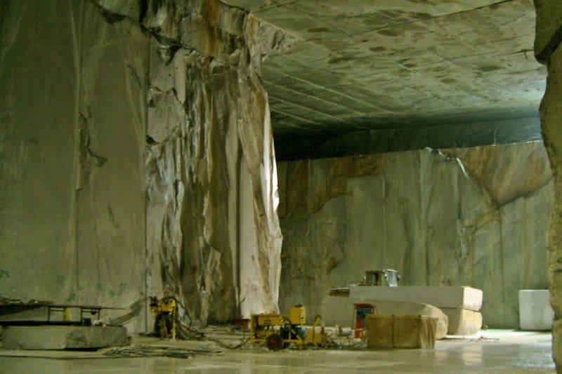 Steinbruch-Marmor-Abbau-unter-tage.jpg