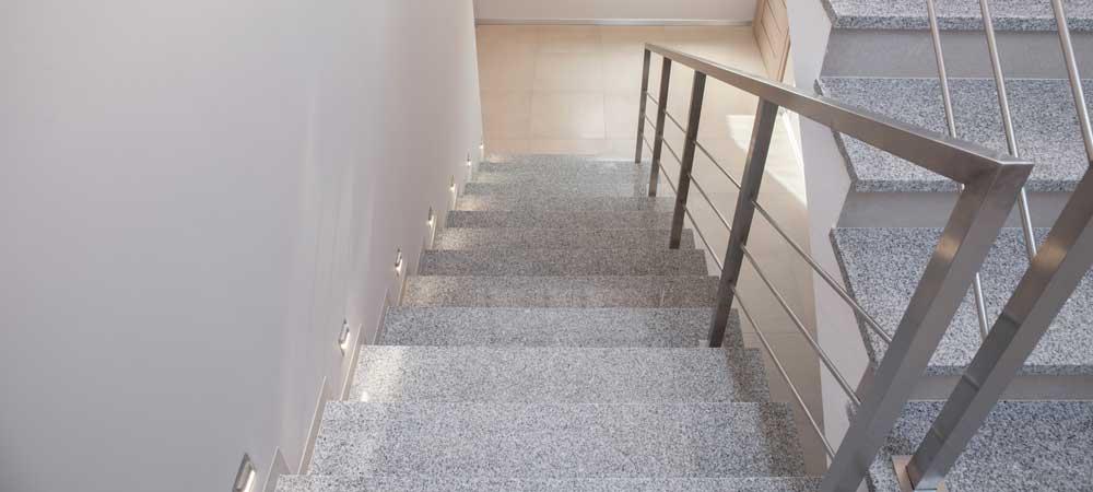 Naturstein-Spindel-Treppe.jpg